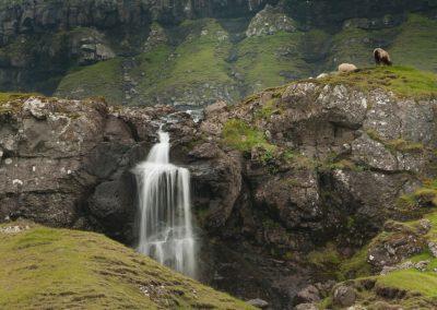 Smukt vandfald på Færøerne