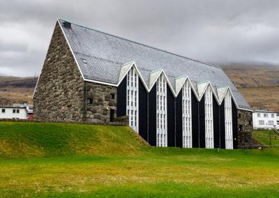 Kirken i Klaksvik på kør-selv ferie, bilferie og grupperejser med FÆRØERNEREJSER