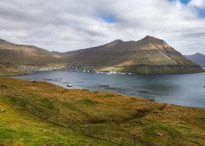 Smuk fjord på Eysturoy på kør-selv ferie, bilferie og grupperejser med FÆRØERNEREJSER