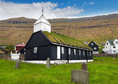 Kirke i Nordragøta på Eysturoy på kør-selv ferie, bilferie og grupperejser med FÆRØERNEREJSER