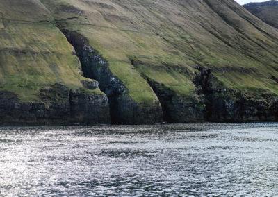 Grotter ved Hestur på kør-selv ferie, bilferie og grupperejser med FÆRØERNEREJSER