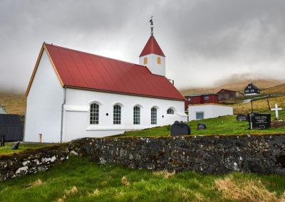 Hyggeligt bygd og kirke på Kalsoy på kør-selv ferie, bilferie og grupperejser med FÆRØERNEREJSER