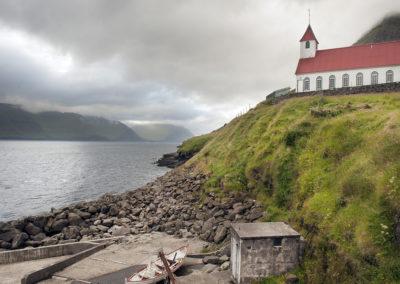 Kirke på Kunoy på kør-selv ferie, bilferie og grupperejser med FÆRØERNEREJSER