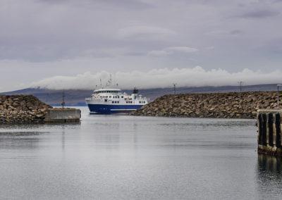 Færgen mellem Sandoy og Kalsoy på kør-selv ferie, bilferie og grupperejser med FÆRØERNEREJSER