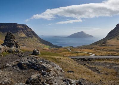 Udsigt til Koltur på Streymoy på kør-selv ferie, bilferie og grupperejser med FÆRØERNEREJSER