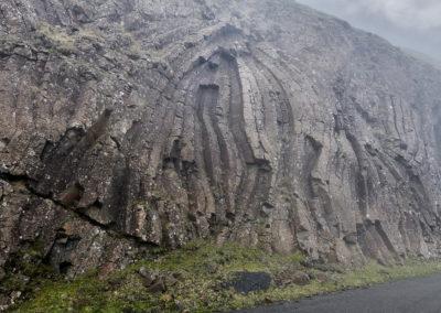 Basaltklipper på Suduroy på kør-selv ferie, bilferie og grupperejser med FÆRØERNEREJSER