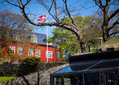 Dansk islæt i Torshavn på kør-selv ferie, bilferie og grupperejser med FÆRØERNEREJSER