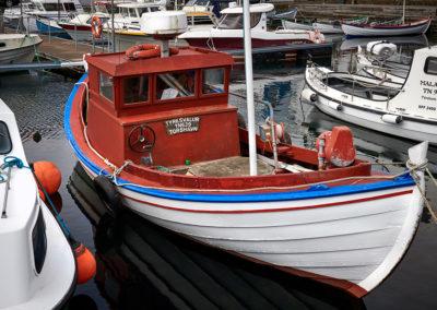 Klassisk gammel fiskekutter i Torshavn på kør-selv ferie, bilferie og grupperejser med FÆRØERNEREJSER