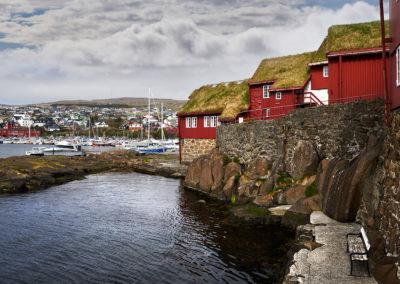 Den gamle bydel og havnen i Torshavn på kør-selv ferie, bilferie og grupperejser med FÆRØERNEREJSER
