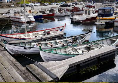 Klassiske færøske både i Torshavn på kør-selv ferie, bilferie og grupperejser med FÆRØERNEREJSER