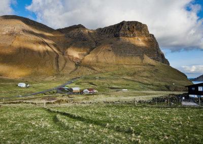 Smukke bjerge ved Gasadalur, Vagar på kør-selv ferie, bilferie og grupperejser med FÆRØERNEREJSER